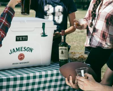 Jorig beer tailgate fallsports cheers 9p6a8239 4x5  1542815703 199.48.173.62