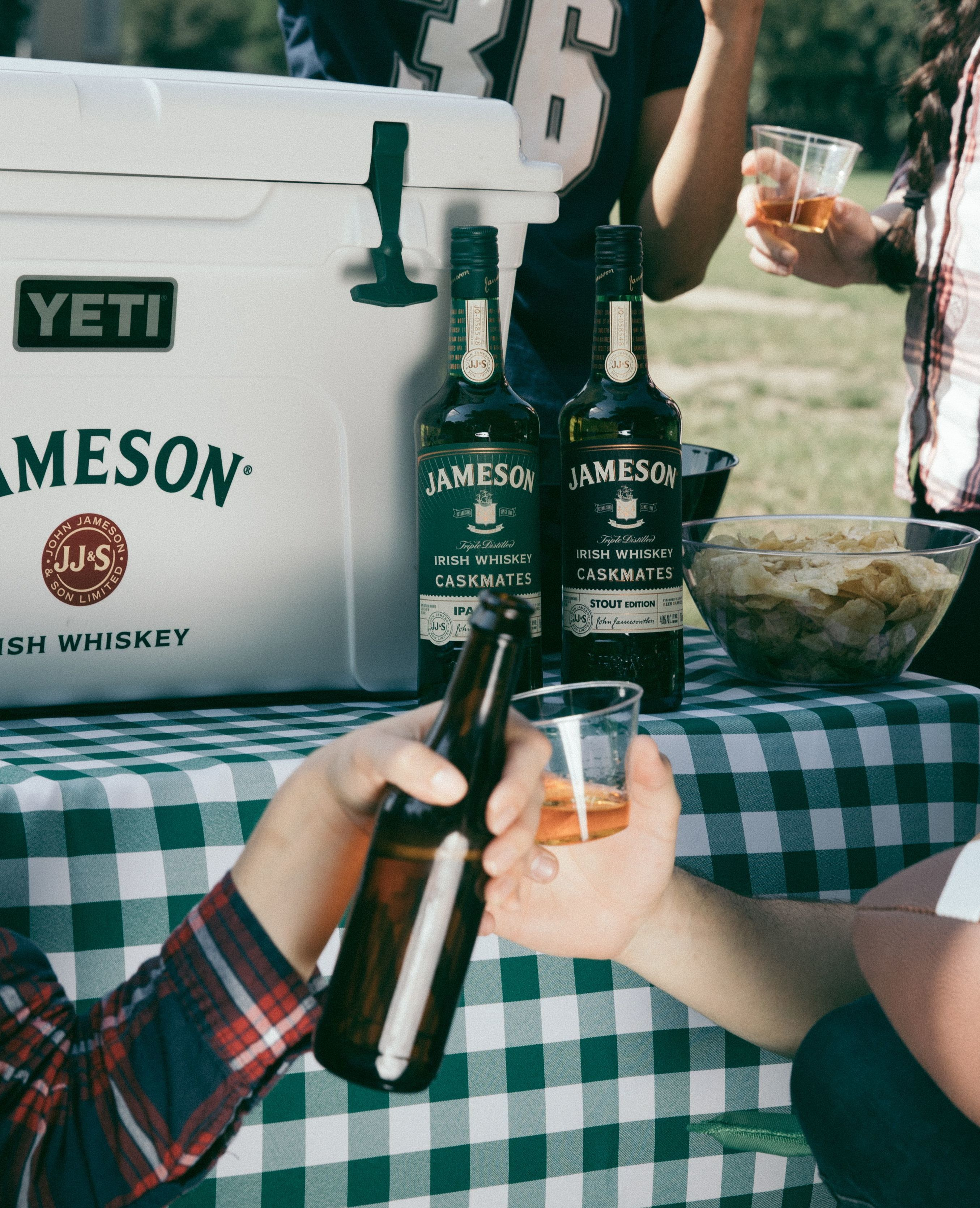 Jcask beer tailgate fallsports cheers 9p6a8261 4x5 compressor