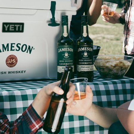 Jcask beer tailgate fallsports cheers 9p6a8261 4x5 compressor